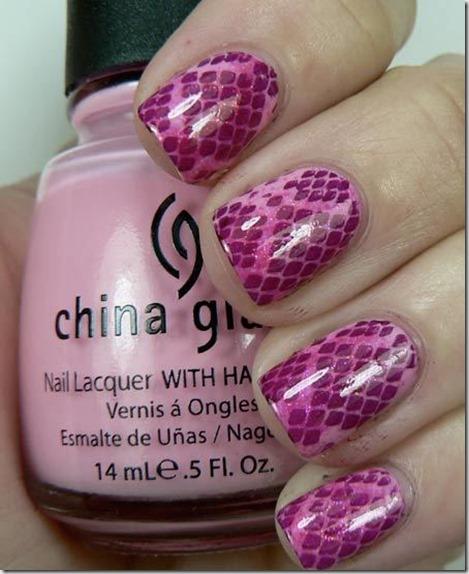 5.Snake nail art in pink