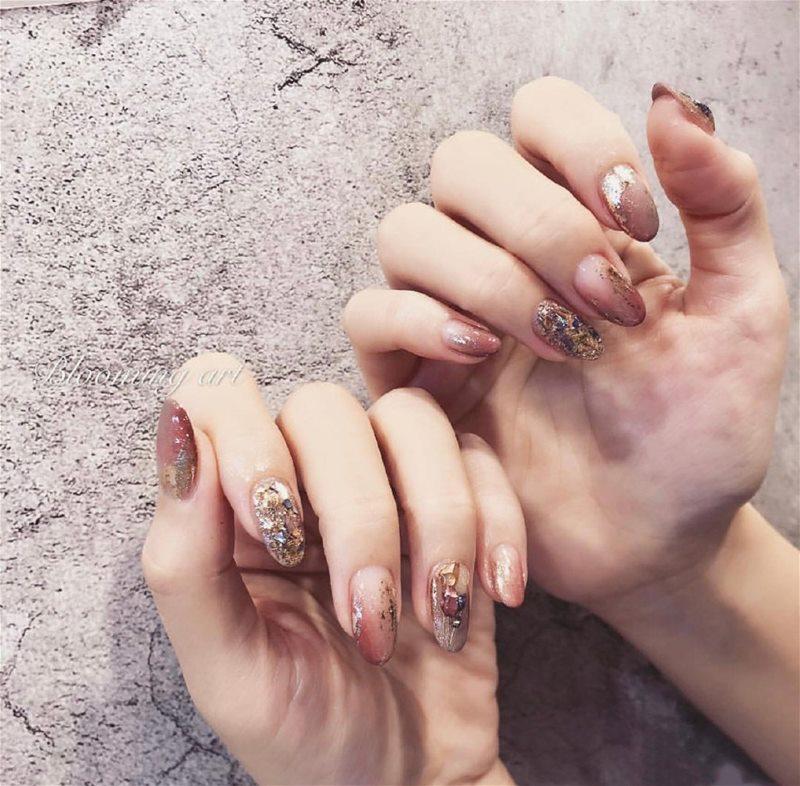Low-key yet gorgeous nail art